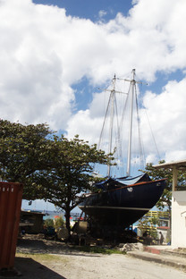 Un barco convertido en mar. En la playa Carlisle muy cerca del puente Chamberlaine
