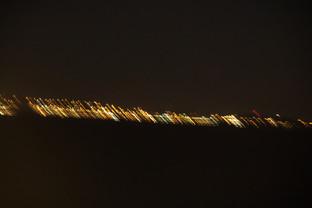 La capital de Curaçao es Willemstad. Al fondo vemos sus luces, aunque el movimiento del barco hace que salgan movidas