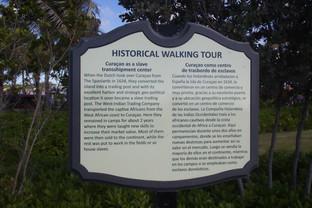 Paneles señalizadores. Aquí nos habla de la la gran importancia que tuvo Curaçao en el tráfico de esclavos