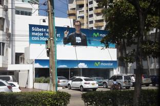 Al salir del barrio nos encontramos con este anuncio, que no tiene nada de especial sino que es de Movistar
