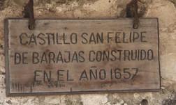 Placa sobre la construcción del castillo en el año 1557