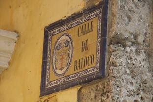 todas las calles de Cartagena están señaladas con estas preciosas cerámicas
