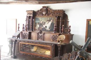 Capilla con una copia del cuerpo del santo descansando. las reliquias originales están en la iglesia