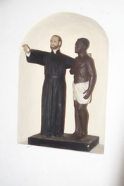 Hornacina en el salón, es el santo con un esclavo