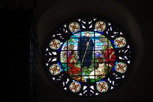 Una cristalera de la iglesia