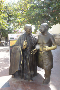 Escultura del santo con un esclavo
