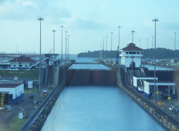Las tres esclusas de Gatún. Observen los distintos niveles