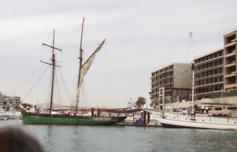 Un velero en el puerto de Cabo San Lucas