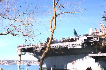 USS Midway. En su dia fue el primer barco del mundo cuyas dimensiones no le permitán pasar por el canal de Panamá.