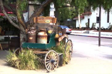 """Un """"viejo"""" carro con lecheras"""