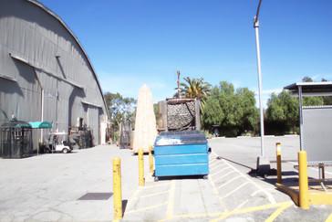 Otro de los hangares que sirven de estudios de grabación.