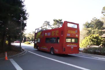 El autobús que hace la visita de la ciudad tiene una de sus paradas en MH de Young