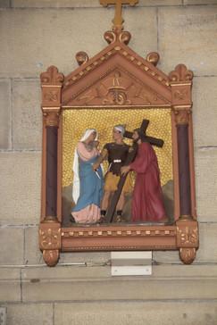 Una de las esculturas del Via Crucis.