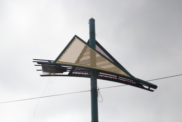 En las calles de Fiji se ve en muchos postes y faroles este símbolo