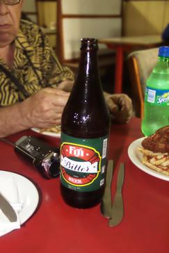 la cerveza típica de Fiji. Mirando la etiqueta resulta que la empresa es del grupo Foster. Es una buena cerveza.