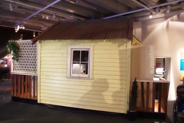 Una casa en la que simulan terremotos. Los vídeos muestran lo que ocurren de acuerdo con el movimiento el suelo de la casa