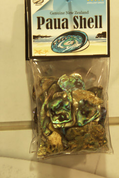 Las conchas las venden engastadas como joyas y tanbiñen ls vendes sueltas,