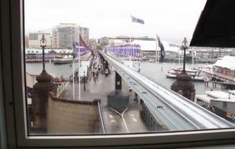 El monorail cruza la bahía: esa es la vía