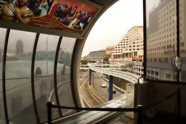 Otra vista de una estación y el monorail