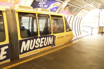 Un vagón que anuncia una exposición procedente del museo de la ciencia de Finlandia (Heureka)
