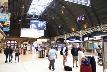 Estación Central. Con un toque de central ferroviaría antigua. Me ha gustado mucho.