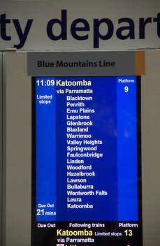 Cartel que anuncia la salida de nuestro tren