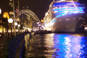 Nuestro barco y el puente sobre la bahía de Sydney
