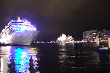 Nuestro barco y la Opera House de Sydney