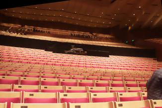 Asientos de la sala grande, donde se han hecho conciertos de rock e incluso boxeo. Me sorprendió el color rojo de los mismos.