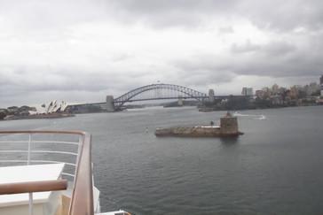 Faro-fortaleza de la Bahía de Sydney (Port Jackson), puente sobre la Bahía y casa de la ópera