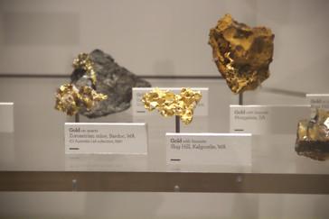 En el centro otra pepita de oro