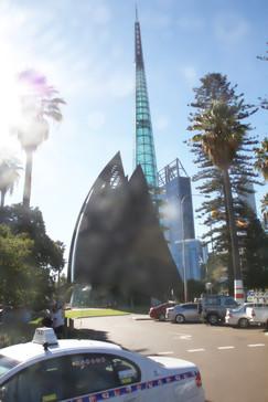 Torre campana. Al parecer esas cosas triangulares grandes son campanas y la propia torre tiene una nota de resonancia