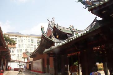 Detalle del  tejado del templo chino Thian Hock Keng