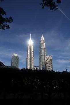 Reflejo metálico en las torres Petronas