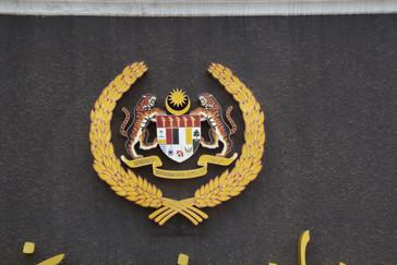 Símbolo de Malasia en el centro de la puerta