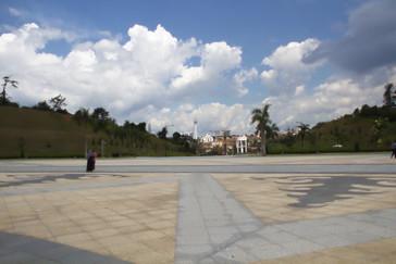 Vista del palacio desde el patio de la entrada