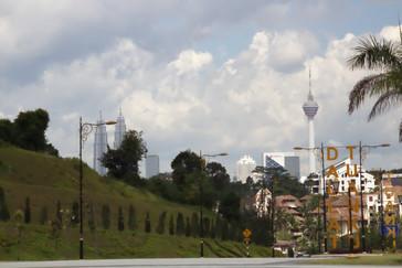 Desde el palacio se ven las torres Petronas y la torre de comunicaciones