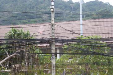 r el camino vimos que este lío e cables es el habitual