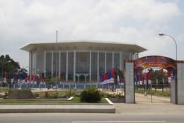 Palacio de congresos de Colombo, hecho por China