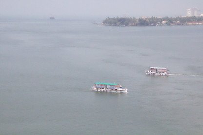 Los barquitos de pasajeros vistos de cerca.