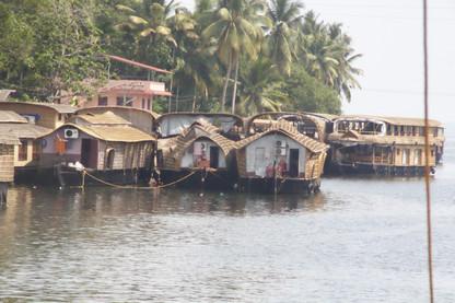 Es curioso que todas las casas bote que se ven tienen aire acondicionado