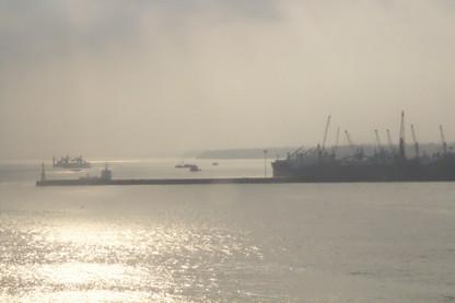 A lo lejos, el puerto de GOA
