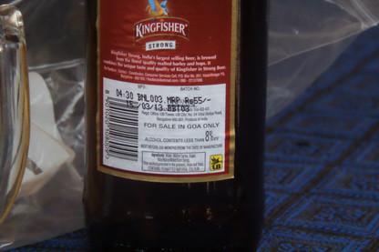 En la etiqueta nos dice la graduación y que está preparada para vender en Goa, nada más que en Goa