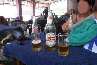 Se me había olvidado decir que la suave es una lager que las botellas son de medio litro