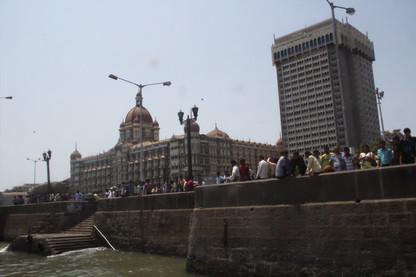 A la izquierda el hotel Taj Mahal con más detalle