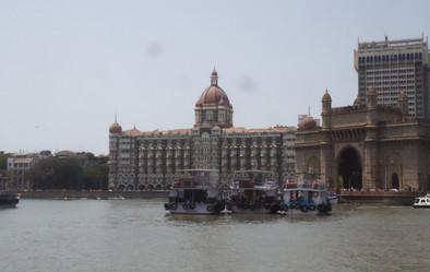 Taj Mahal y Puerta de la India según nos alejábamos hacia la <isla Elefanta