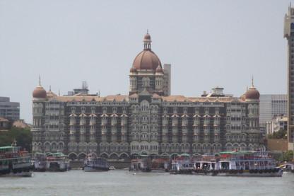 Los barcos frente al Taj