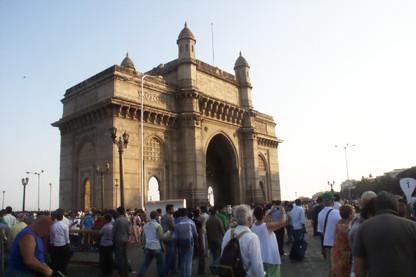 La Puerta de la India, ahora con una iluminación muy diferente