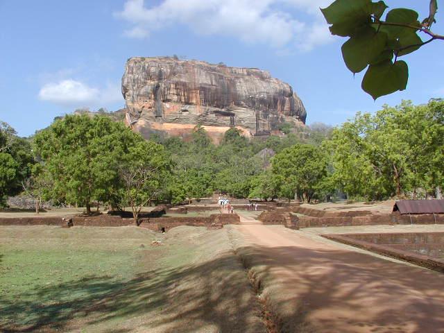 Roca de Sigiriya.  Creative Commons Attribution-Share Alike 3.0 Unported