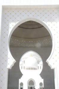 Efectivamente es decoración en yeso con dos tonos de blancos